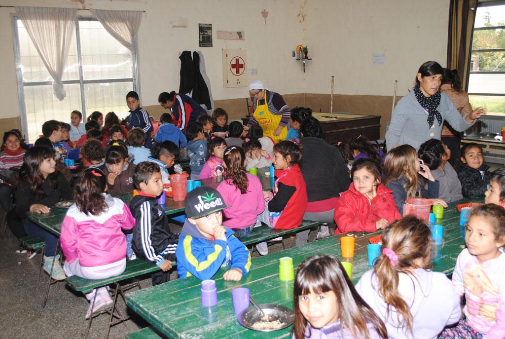 Macri lo hizo y lo hace todos los días: Comedores infantiles ...