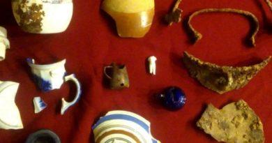 Albañiles arqueólogos: hallaron objetos de 130 años de antigüedad en el casco histórico de San Pedro