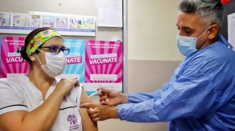 Sputnik V: Más de 100 mil trabajadores de la salud recibieron la vacuna