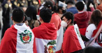Elecciones en Perú: faltazo de autoridades de mesa y largas filas en medio de la pandemia